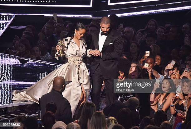 Drake presents the VMA Lifetime Achievement Award to Rihanna onstage during the 2016 MTV Video Music Awards at Madison Square Garden on August 28...