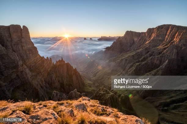 drakensberg sunrise - lesoto fotografías e imágenes de stock