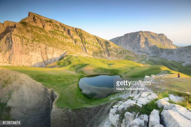 drakolimni lake, tymfi mountain, zagoria / epirus, greece - epirus greece stock pictures, royalty-free photos & images