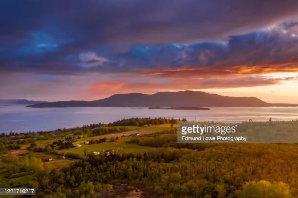 dramatic aerial sunset view of orcas island, washington. - washington state 個照片及圖片檔