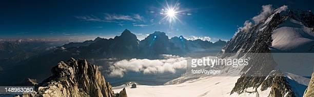 espectacular sunburst pinnacles alpino - valle blanche fotografías e imágenes de stock
