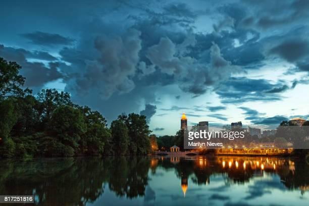 dramatic atlanta skyline - piedmont park atlanta georgia stock pictures, royalty-free photos & images