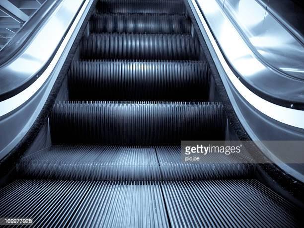 Borrosa moviendo espectacular escalera mecánica