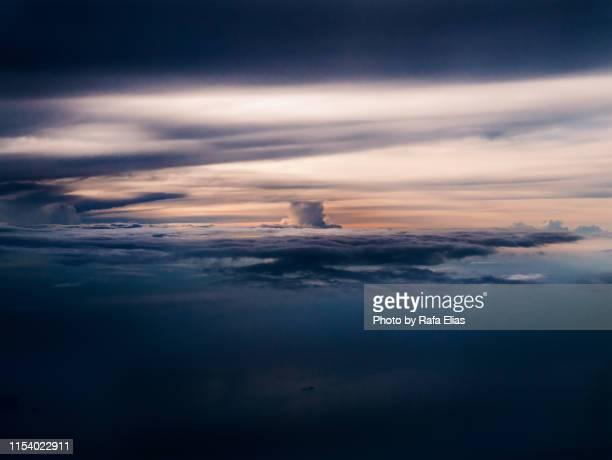 dramatic cloudscape - bomba nuclear fotografías e imágenes de stock