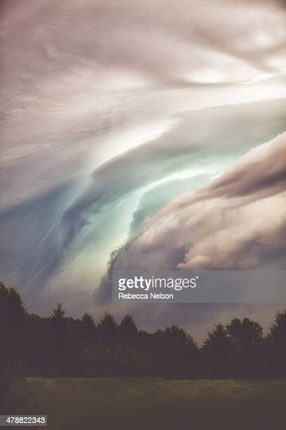 dramatic cloudy sky before a summer storm - rebecca nelson stock pictures, royalty-free photos & images