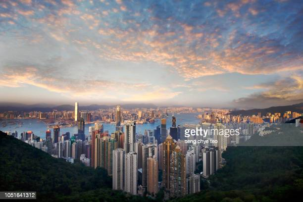 dramatic hong kong victoria peak scenery - wide angle stock pictures, royalty-free photos & images