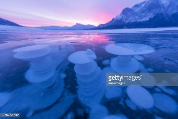 dramatic ice bubbles at abraham lake,canada - see abraham lake stock-fotos und bilder