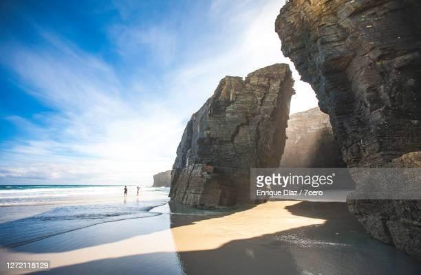 dramatic landscape at catedrais beach - galicia fotografías e imágenes de stock