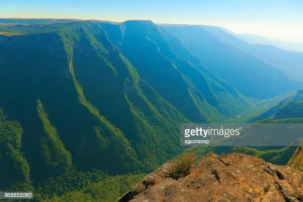 劇的な風景: フォルタレザ キャニオン-リオ ・ グランデ ・ ド ・ スル - ブラジル南部 - リオグランデドスル州 ストックフォトと画像