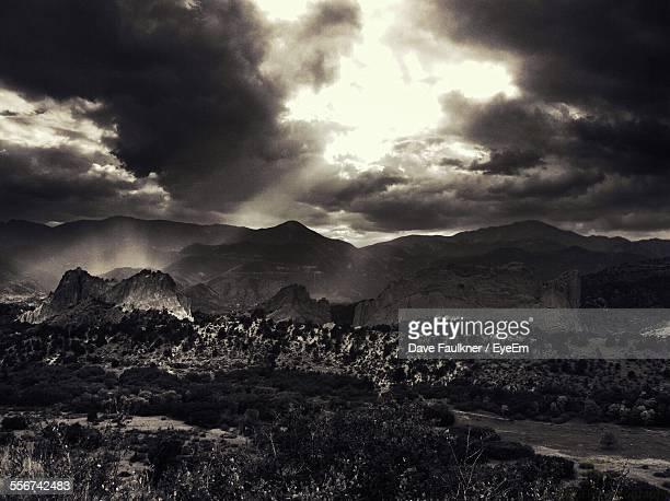 dramatic landscape under dramatic sky - dave faulkner eye em stock pictures, royalty-free photos & images