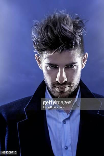 Espectacular vista de moda modelo masculino