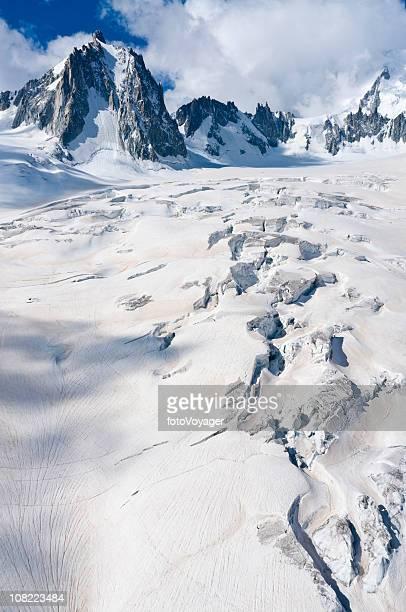 espectacular glaciar crevasses picos - valle blanche fotografías e imágenes de stock