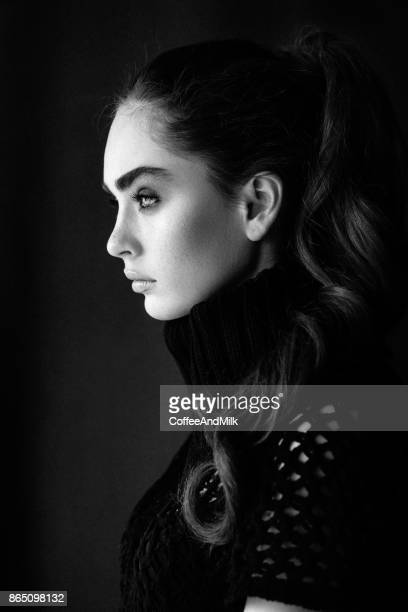 dramatic portrait of beautiful young woman - nariz humano imagens e fotografias de stock