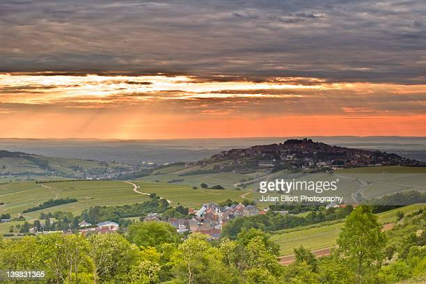 dramatic skies at dawn among the vineyards of sancerre in france. the area is part of the loire valley and is also part of an area called berry. - cher stock pictures, royalty-free photos & images