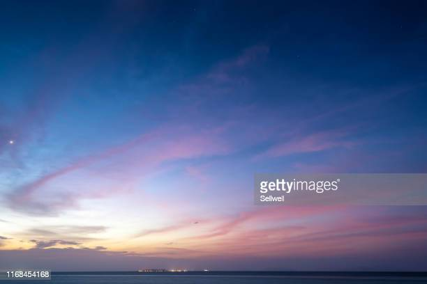 dramatic sky during sunset - avondschemering stockfoto's en -beelden
