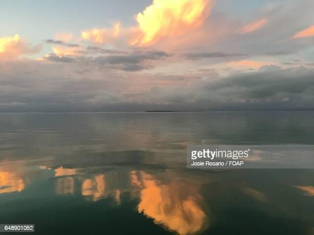 dramatic sky over sea - josie photos et images de collection