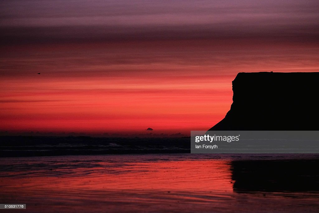 Sunrise Over The Beach At Saltburn-by-the-Sea : News Photo