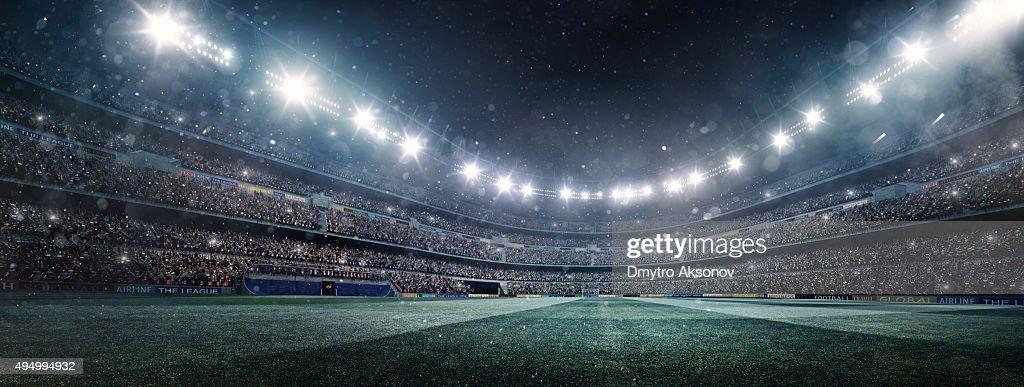 ドラマティックなサッカースタジアムのパノラマ : ストックフォト