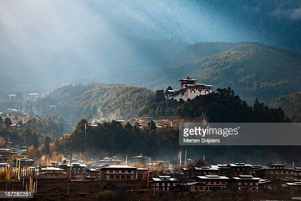 dramatic sunrays over jakar dzong - merten snijders stock pictures, royalty-free photos & images