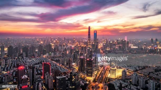 dramatischen Sonnenuntergang Luftaufnahme von Shanghai