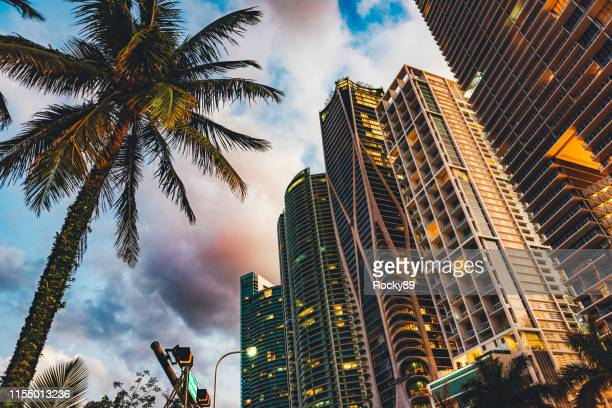dramatic sunset in miami, florida, at biscayne boulevard - miami foto e immagini stock