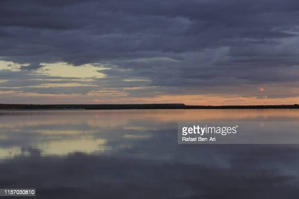 dramatic sunset over inlet in port augusta south australia - rafael ben ari - fotografias e filmes do acervo