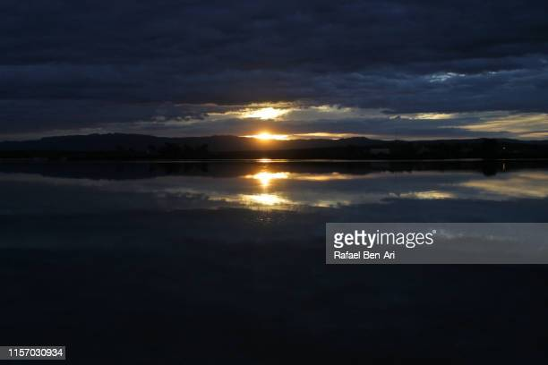 dramatic sunset over inlet in port augusta, south australia - rafael ben ari - fotografias e filmes do acervo