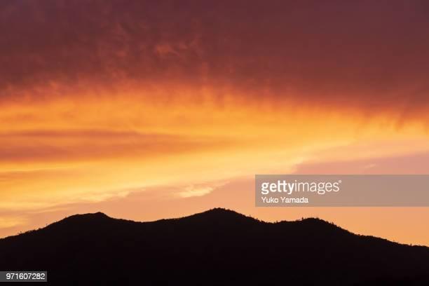 dramatic twilight sky - hiroshima fotografías e imágenes de stock