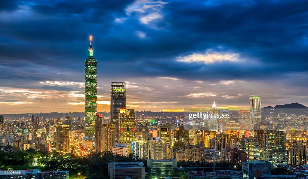 Dramatic urban cityscape of Taipei in sunset in Taiwan : Stock Photo