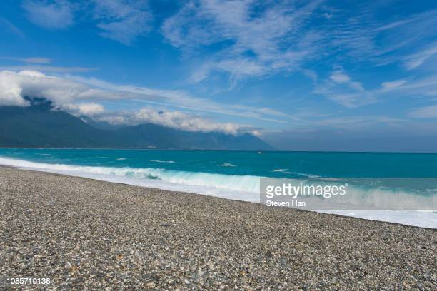 dramatic view of surf in hualien county, taiwan - hualien county stock pictures, royalty-free photos & images