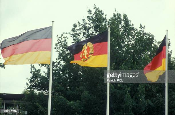 Drapeaux de l'la RFA et de la RDA pendant la visite d'Eric Honecker à Bonn le 7 septembre 1987 à Bonn Allemagne