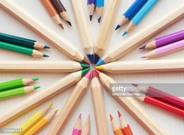 drawing supplies, colored pencils arranged in circle shape on white paper,. - demokratie stock-fotos und bilder