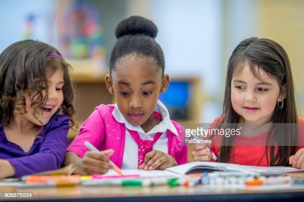 zeichnung zusammen - staatliche schule stock-fotos und bilder