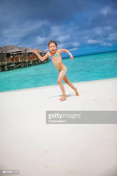 dream beach holiday for the joyful girl - solo bambine femmine costume da bagno foto e immagini stock