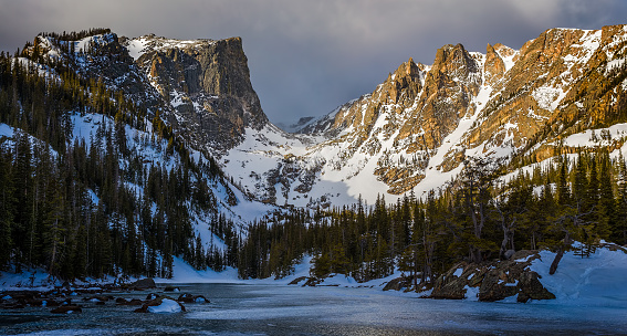 Dream Lake and Hallett Peak in Rocky Mountain National Park, Colorado. - gettyimageskorea