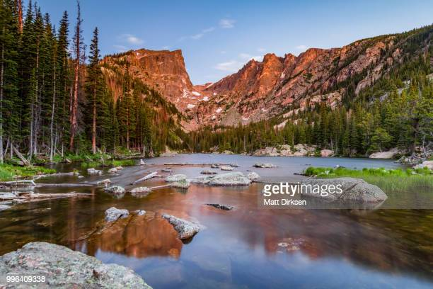 dream lake at sunrise - front range mountain range stock pictures, royalty-free photos & images