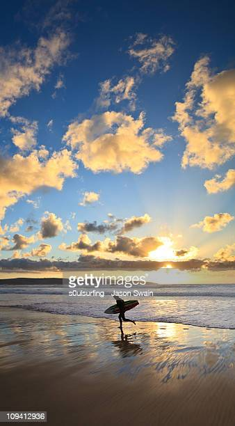 dreaming of an endless summer - s0ulsurfing stock pictures, royalty-free photos & images