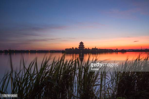 dreamlake after sunset and lights on in the back - fuzhou stock pictures, royalty-free photos & images