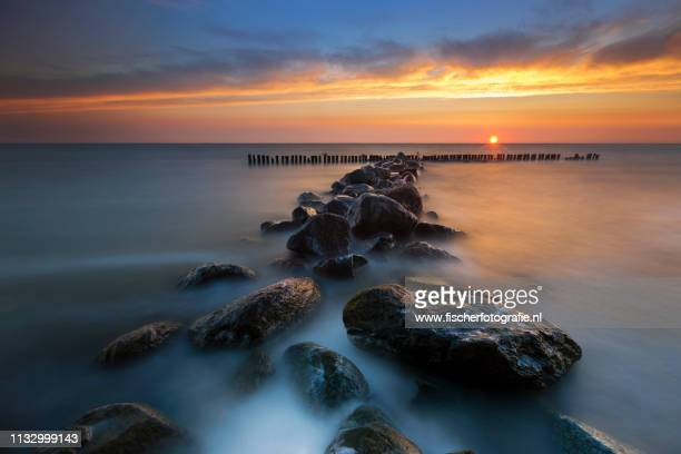 dreamscape, seascape, dreamland - zonsopgang stock pictures, royalty-free photos & images