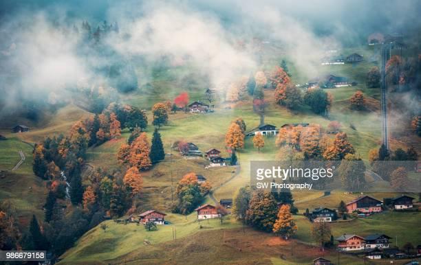 dreamy mountain slope in grindelwald - schweizerische kultur stock-fotos und bilder