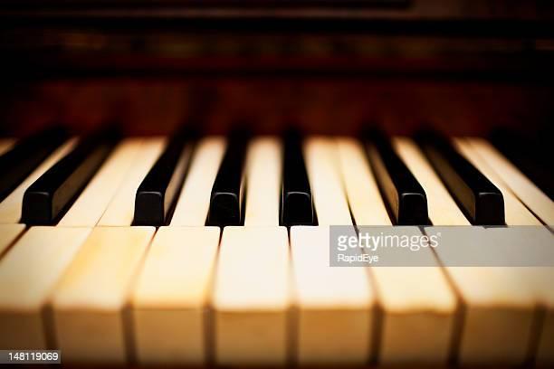 夢のようなピアノキー - ピアノの鍵盤 ストックフォトと画像