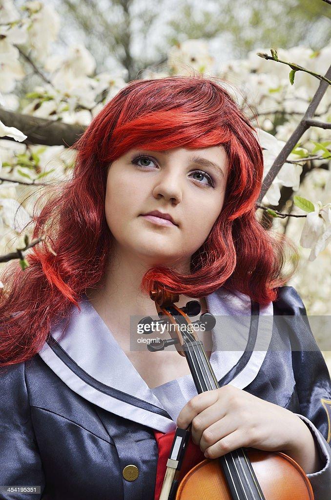 Sonhadora Menina adolescente com um Violino : Foto de stock
