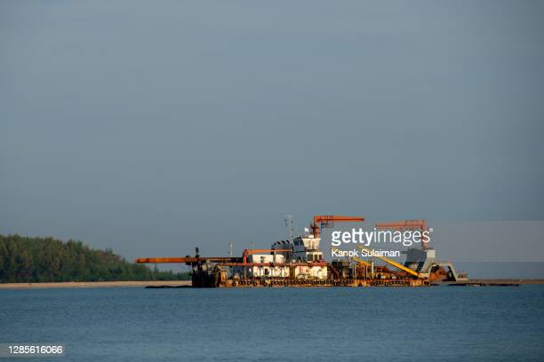dredger ship - dredger stock pictures, royalty-free photos & images