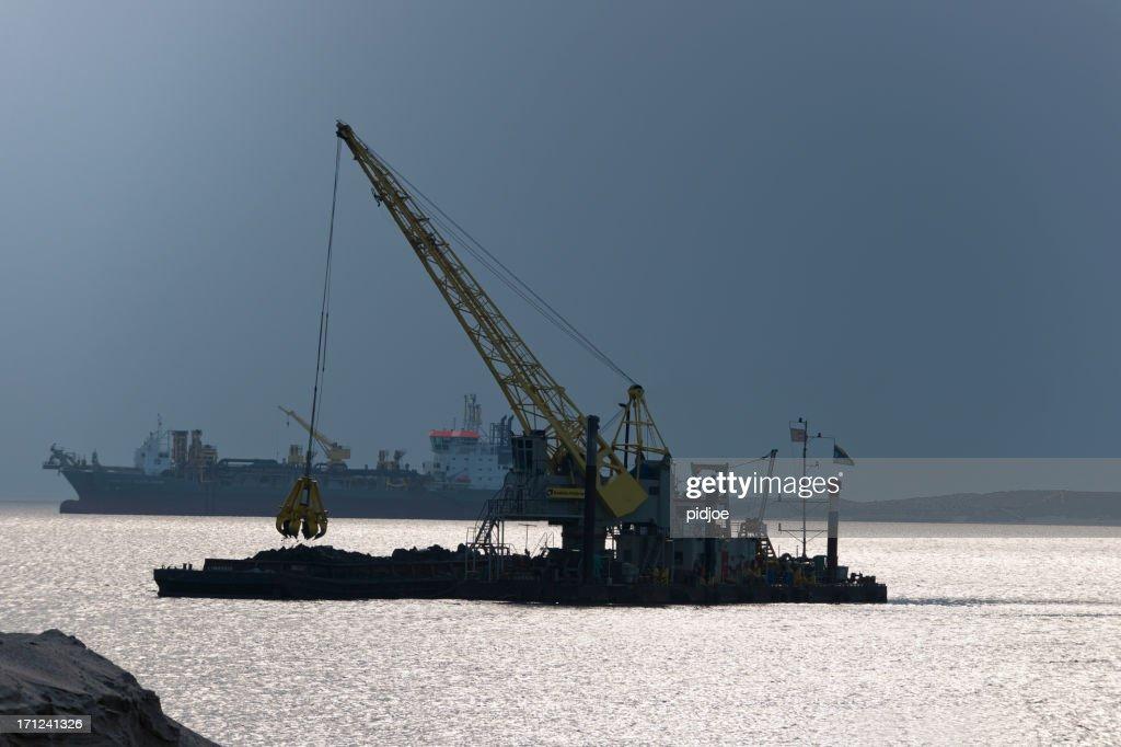 dredgers の近くで作業、ロッテルダムの港 : ストックフォト