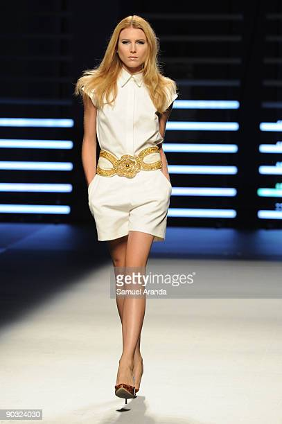 Dree Hemingway walks the runway at the Teresa Helbig fashion show during the 080 Barcelona showcase on September 3 2009 in Barcelona Spain