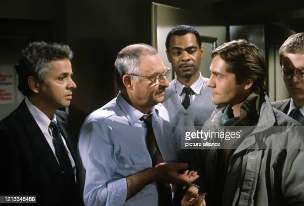 """Dreharbeiten zu der Folge """"Wie das Leben so spielt"""" der Fernsehserie """"Der Alte"""" im Februar 1987 mit Michael Ande als Gerd Heymann, Rolf Schimpf als..."""