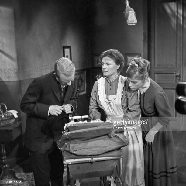 """Dreharbeiten zu """"Die Ratten"""", Fernsehspiel, Deutschland 1959, Regie: John Olden, Darsteller: Rolf Nagel, Renate Schroeter, Gisela von Collande."""