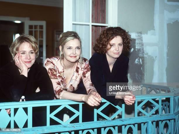 Drei mit Herz das sind Eva Britta und Claudia Freundinnen seit jeher die sich länger kennen als ihre jeweiligen Männer und die im Auf und Ab des...