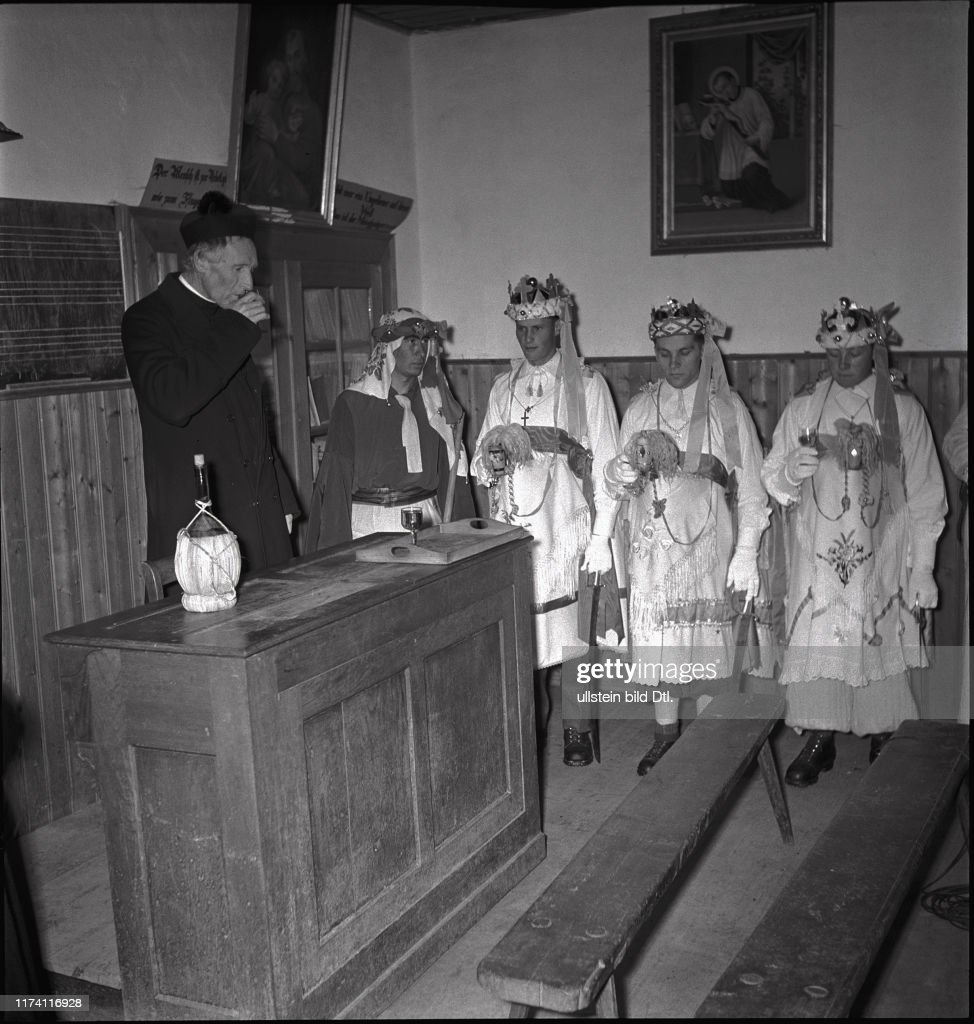 Dreikönigsfest in Kippel 1942 : News Photo