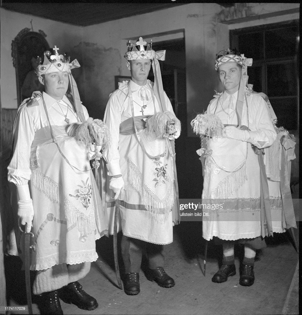Dreikönigs-Fest in Kippel 1942 : News Photo